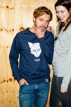 AESTHETIKA_Sweatshirt-THE_FOX_navy_white_mood_klein
