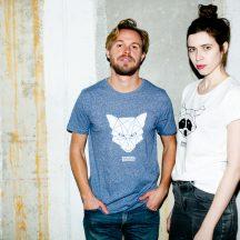 ÄSTHETIKA t-shirt fox blue twist rollup raccoon white