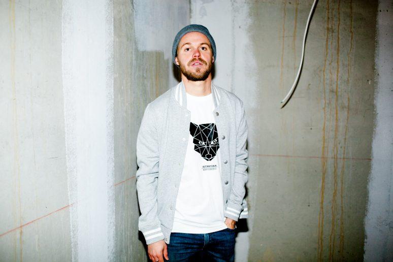 ÄSTHETIKA t-shirt fox white black