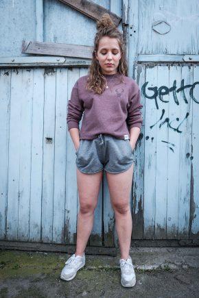 ÄSTHETIKA Sweatshirt Cropped - THE DEER cranberry/black mood