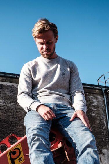 ÄSTHETIKA Sweatshirt -THE DEER grey/black mood