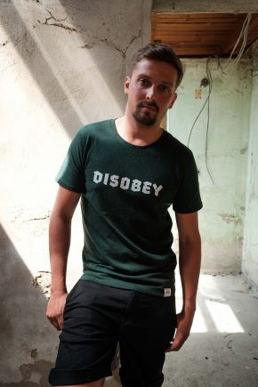 ÄSTHETIKA T-Shirt - DISOBEY scarab green/white mood