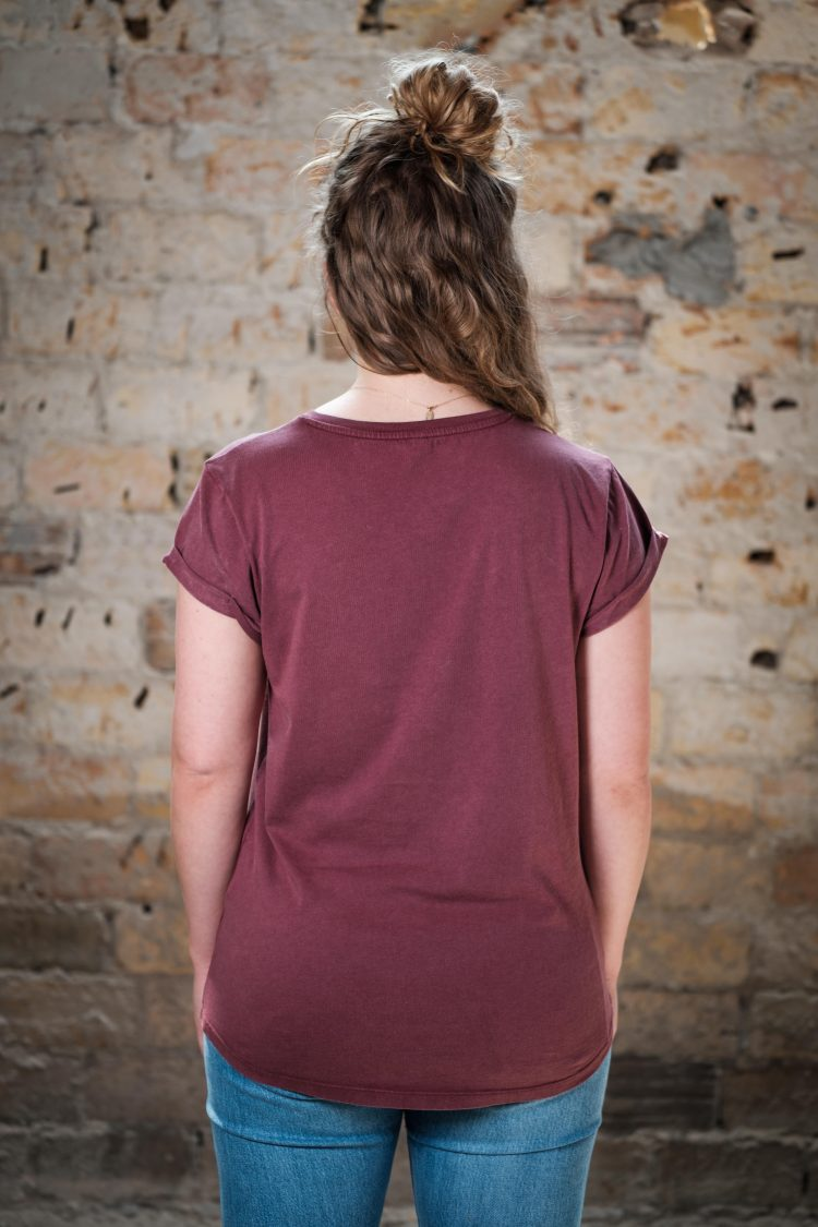 ÄSTHETIKA T-Shirt Roll Up - LA FORCE FÉMININE burgundy/black back
