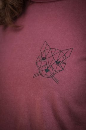 AESTHETIKA T-Shirt - THE CAT burgundy/black detail