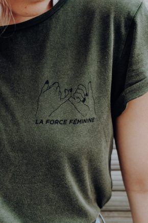 T-Shirt Roll Up - LA FORCE FÉMININE stone washed green/black detail