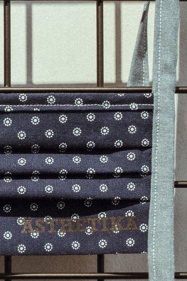 Gesichtsmaske – Blau mit Punktblumen