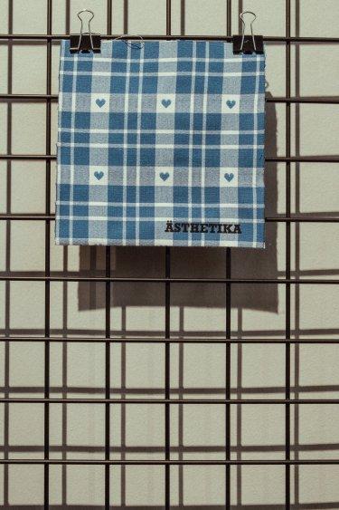 Gesichtsmaske – HERZKARO blau/weiß DETAIL