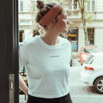 T-Shirt cropped La Force Féminine mini white black detail